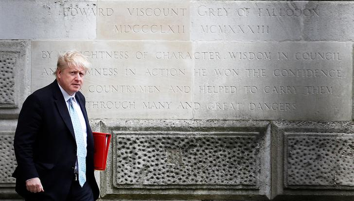 Boris Johnson davanti al Foreign Office a Westminster, Londra, Gran Bretagna, 26 aprile 2018. REUTERS / Peter Nicholls