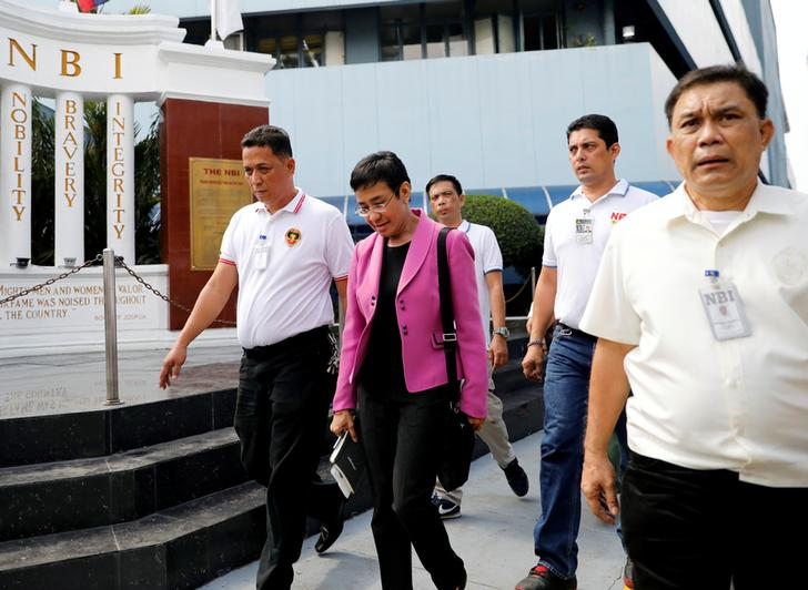Maria Ressa, fondatrice e Ceo di Rappler, al National Bureau of Investigation di Manila, Filippine. REUTERS / Dondi Tawatao