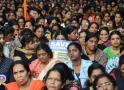 La battaglia per impedire alle donne di entrare nel tempio scuote l'India