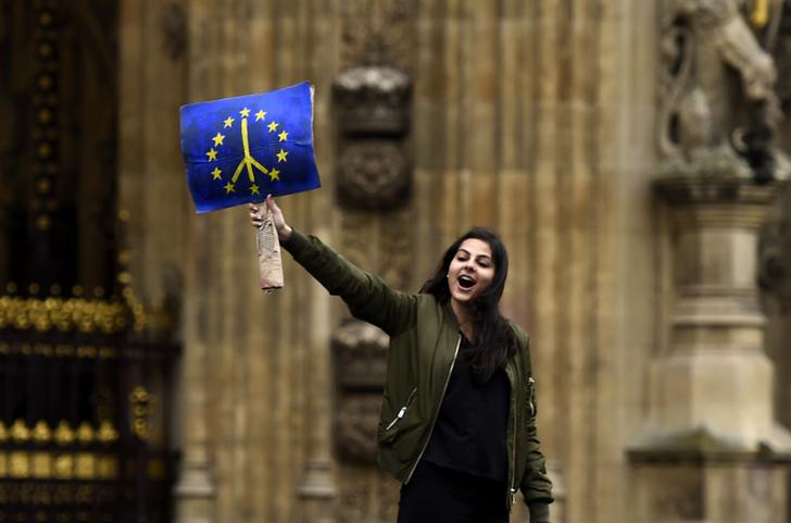 A demonstrator stands outside the Houses of Parliament during a protest aimed at showing London's solidarity with the European Union following the recent EU referendum, in central London, Britain June 28, 2016. REUTERS/Dylan Martinez