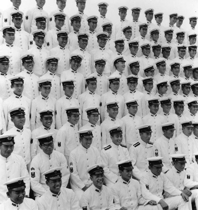 Domon Ken Foto commemorative della cerimonia di diploma del corpo della Marina, 1944 1047×747 Ken Domon Museum of Photography