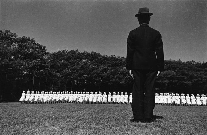 Domon Ken Esercitazioni del corpo infermiere militare, Azabu, Tokyo, 1938 535×748 Ken Domon Museum of Photography