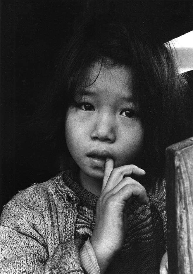 Domon Ken Sorelline orfane, Rumiechan, dalla serie Chikuhō no kodomotachi, 1959 457×560 Ken Domon Museum of Photography