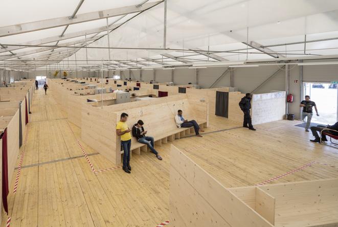 Making Heimat. Germany, Arrival Country. Architect Jan Schabert. Light-frame construction hall emergency program, Munich. Photo Michael Heinrich