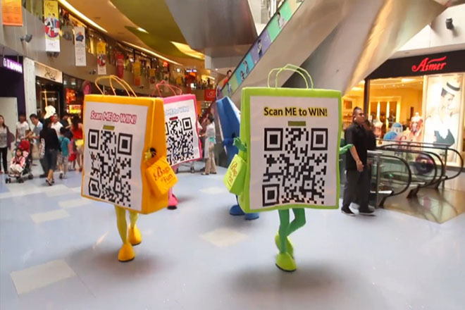 Life-size QR code mascots in a Singapore shopping mall for its summer sales campaign. Credits: Tech in Asia.
