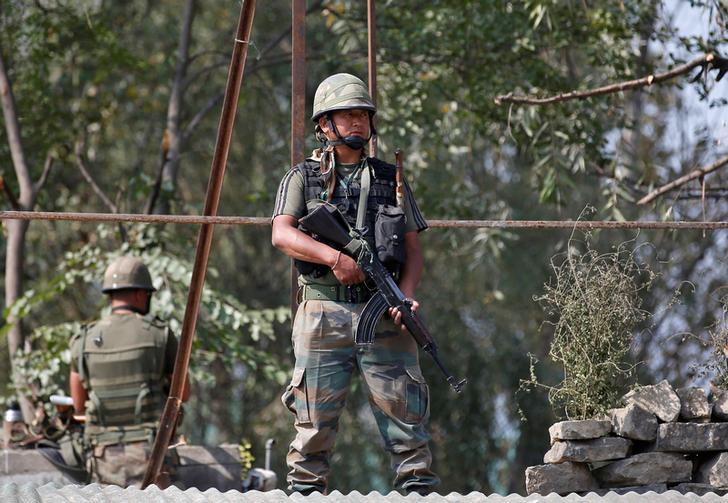 soldati_indiani_guardia_kashmir.jpg