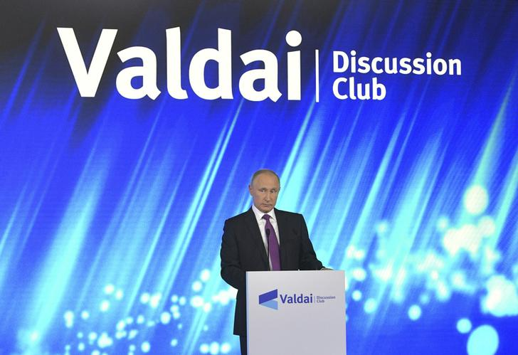 Russia's President Vladimir Putin delivers a speech during a session of the Valdai Discussion Club in Sochi, Russia October 19, 2017. Sputnik/Alexei Druzhinin/Kremlin via REUTERS