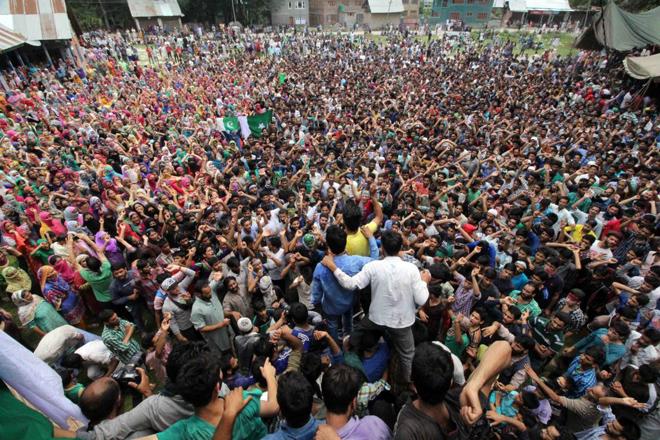 Gli abitanti di Anantnag protestano dopo le recenti uccisioni, nel sud del Kashmir. Current New Service (CNS)