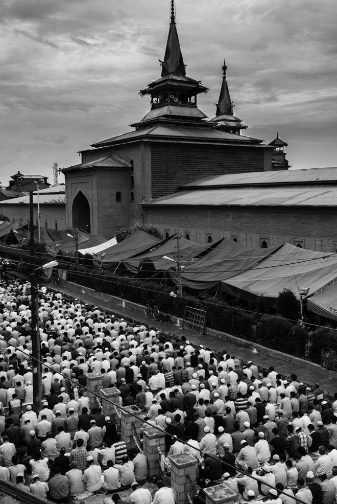 Esterno della Jamia Masjid durante Eid, la festa di chiusura del Ramadan. Photo Credit: Camillo Pasquarelli