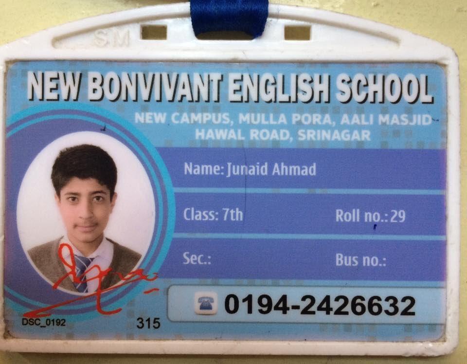 Il tesserino scolastico di Junaid Ahmad.