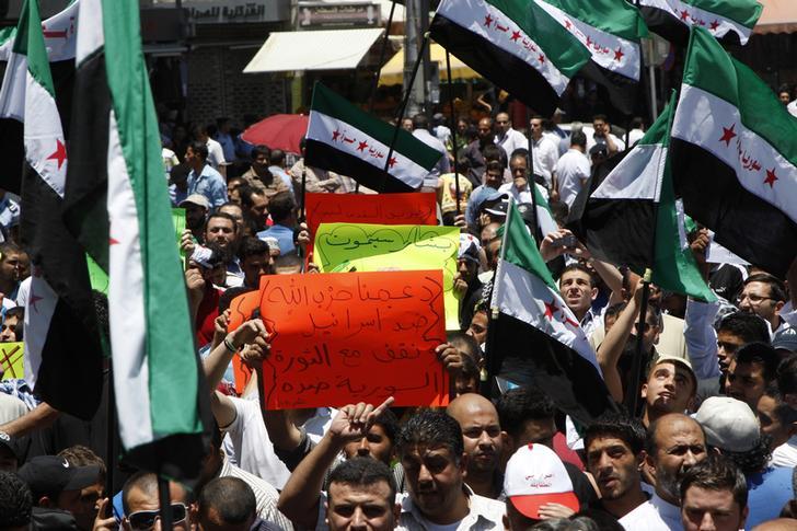 Manifestazioni durante la rivoluzione siriana. REUTERS/Majed Jaber
