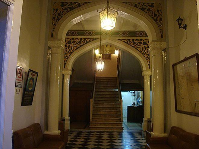 L hotel baron di aleppo da simbolo dello splendore della for Citta della siria che da nome a un pino