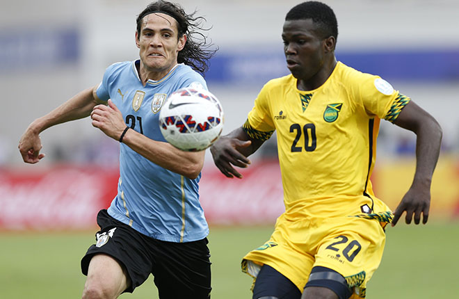 Antofagasta, ChileUruguay's Edinson Cavani (L) and Jamaica's Kemar Lawrence chase down the ball during their first round Copa America 2015 soccer match at Estadio Regional Calvo y Bascunan in Antofagasta, Chile, June 13, 2015. REUTERS/Andres Stapff