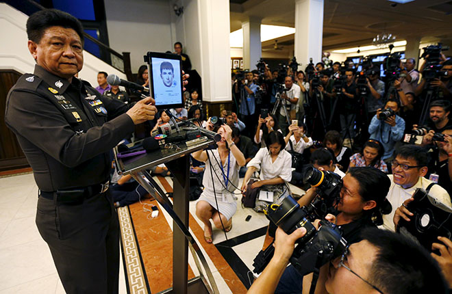 Bangkok, ThailandThai police spokesman Prawut Thawornsiri shows a sketch of a suspect believed to be involved in the recent Bangkok blast at the Royal Thai Police headquarters in Bangkok, Thailand, September 1, 2015. Thai police have issued arrest warrants for three more foreign male suspects, Prawut said. REUTERS/Chaiwat Subprasom