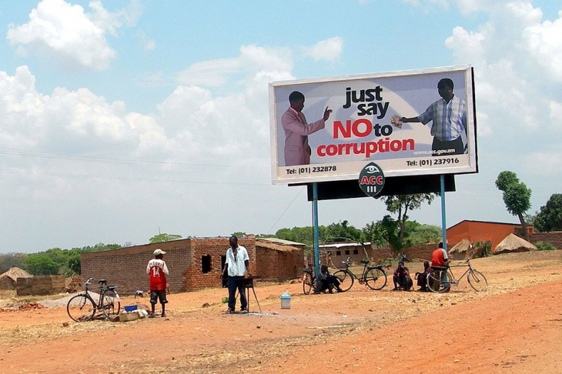 Un poster di una campagna di comunicazione contro la corruzione in Africa. Credit Photo: Heather Thorkelson