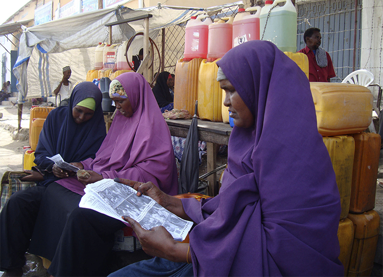 Women read newspapers in a Mogadishu market. Reuters/Feisal Omar