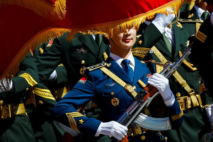 Guardia d'onore durante una cerimonia alla Great Hall of the People a Pechino, Cina, 31 agosto 2016. REUTERS / Thomas Peter