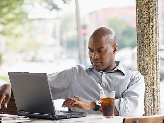 Gli utenti di Internet in Africa beneficiano di un maggiore accesso allo streaming online e ai servizi digitali. Photo credits http://www.europeanceo.com/