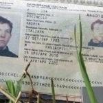 Il passaporto di Andrea Rocchelli, ucciso in Donbass il 24 maggio 2014.