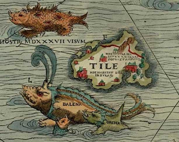 """Thule raffigurata nella Carta marina di Olao Magno (del 1539). L'isola è chiamata """"Tile"""". Accanto all'isola sono raffigurati un """"mostro visto nel 1537"""", una balena, e un'orca. photo credit: wikipedia.org"""