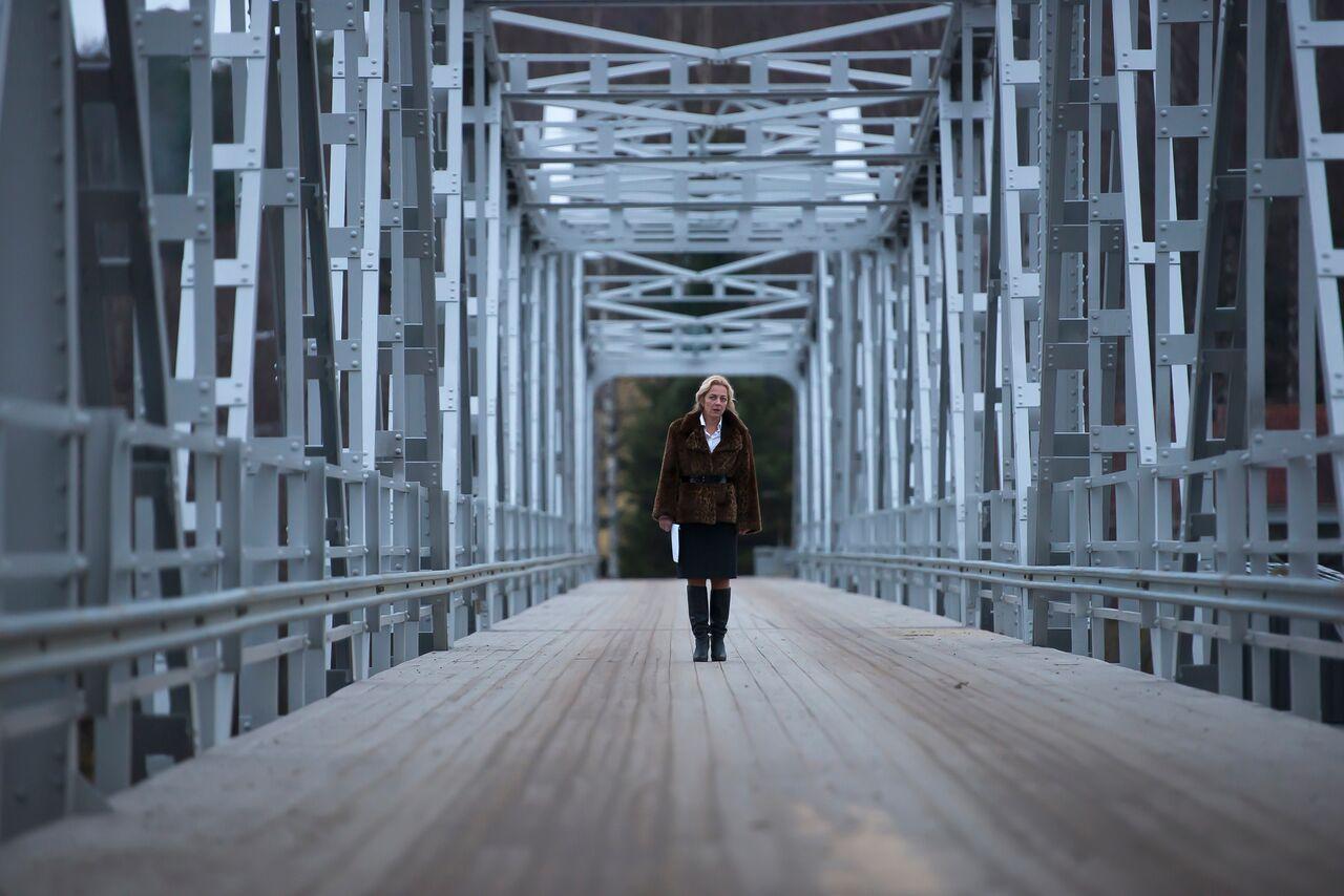 Viskan miracles - Lia at the bridge. - Nordic Film Fest - Guido Gaito Usartecoop