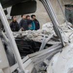 Ragazzini dopo un bombardamento a est di Ghouta. REUTERS/Bassam
