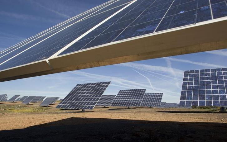 Pannelli solari nel sud del Portogallo. REUTERS/Jose Manuel Ribeiro