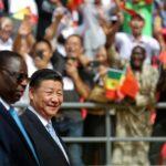 Il presidente del Senegal Macky Sall e il presidente cinese Xi Jinping entrano nello stadio durante la cerimonia di apertura dell'Arene Nationale du Senegal a Dakar, in Senegal, il 22 luglio 2018. REUTERS / Mikal McAllister