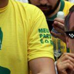 Sostenitori di Jair Bolsonaro partecipano ad una manifestazione all'Avenida Paulista a San Paolo, in Brasile, il 30 settembre 2018. REUTERS / Paulo Whitaker