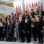 Capi di Stato e leader partecipano a una cerimonia di commemorazione per il Giorno dell'Armistizio, 100 anni dopo la fine della Prima Guerra Mondiale all'Arco di Trionfo, a Parigi. Francois Mori/Pool via REUTERS