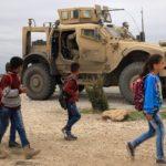 Ragazzini che vanno a scuola ad Hasakah, vicino al confine con la Turchia.