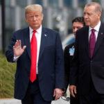 Donald Trump e Tayyip Erdoğan al summit della Nato dello scorso luglio. Le relazioni tra Turchia e Stati Uniti attraversano uno dei periodi di maggiore crisi nella storia dei rapporti tra i due Paesi. REUTERS/Kevin Lamarque/Contrasto