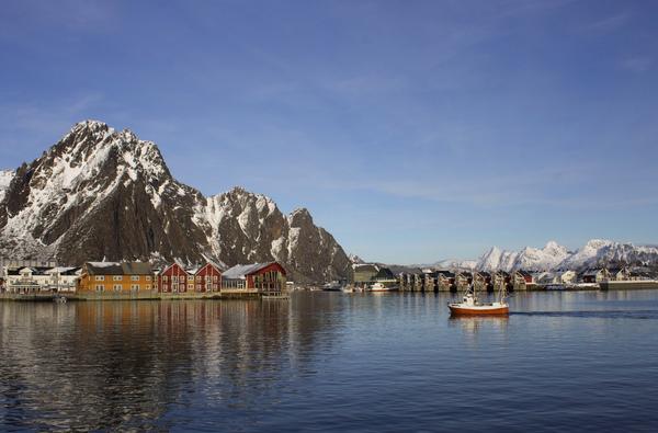 La città di Svolvaer, sulle isole Lofoten, nella contea di Nordland in Norvegia. Il Pil del Nord della Norvegia tra il 2008 e il 2013 è cresciuto quasi l'1% in più del resto del Paese. REUTERS/Alister Doyle