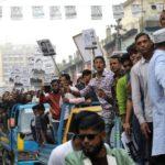 Sostenitori dell'Awami League (Al) prendono parte alla campagna per le elezioni generali a Dhaka, Bangladesh, il 26 dicembre. REUTERS/Mohammad Ponir Hossain