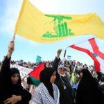 Sostenitori del partito libanese Hezbollah. REUTERS/Ali Hashisho