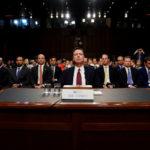 L'ex direttore dell'FBI James Comey viene ascoltato in senato a proposito delle interferenze russe sulla campagna elettorale per le presidenziali del 2016. REUTERS/Jonathan Ernst/Contrasto