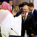 Il caldo saluto tra Vladimir Putin e Mohammed bin Salman al G20 di Buenos Aires. REUTERS