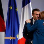 La Cancelliera tedesca Angela Merkel e il Presidente francese Emmanuel Macron dopo la firma di un nuovo accordo di cooperazione bilaterale e integrazione, noto come Trattato di Aquisgrana, Aquisgrana, Germania, 22 gennaio 2019. REUTERS/Wolfgang Rattay
