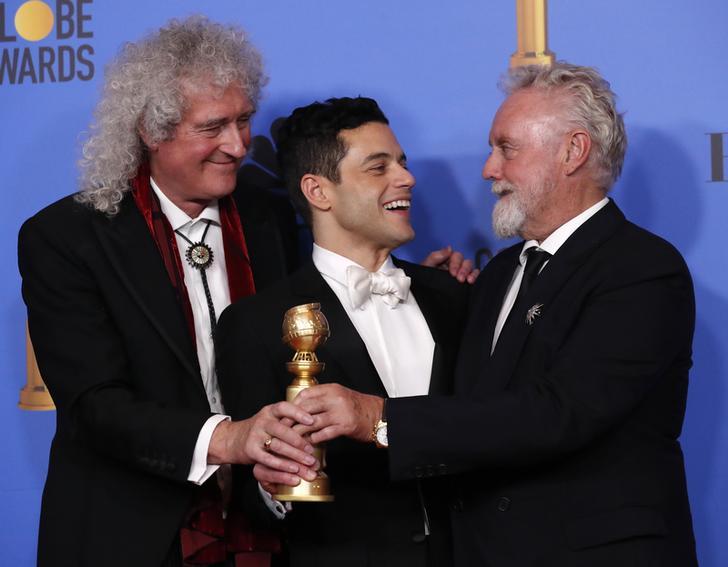 Rami Malek insieme a Brian May e Roger Taylor ai Golden Globes 2019, Beverly Hills, California, 6 gennaio 2019. REUTERS/Mario Anzuoni