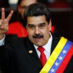 Il presidente venezuelano Nicolas Maduro dopo aver ricevuto la fascia presidenziale durante la cerimonia di giuramento per il suo secondo mandato presidenziale, alla Corte Suprema di Caracas, in Venezuela, 10 gennaio 2019. REUTERS/Carlos Garcia Rawlins