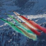 Le Frecce Tricolori si esibiscono durante la Coppa del Mondo di Sci Alpino, Alta Badia,16 dicembre 2018. REUTERS/Stefano Rellandini