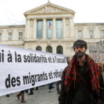 Cedric Herrou, l'agricoltore condannato a otto anni di carcere per avere aiutato a un gruppo di persone che aveva illegalmente varcato il confine italo-francese. La Corte Costituzionale francese ha stabilito che il sostegno disinteressato ai migranti irregolari non è giuridicamente sanzionabile. REUTERS/Eric Gaillard/Contrasto