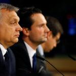 Il premier ungherese Viktor Orban partecipa a una conferenza stampa dopo un'assemblea politica del Partito Popolare Europeo sul partito ungherese Fidesz a Bruxelles, Belgio, 20 marzo 2019. REUTERS/Eva Plevier