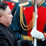 Il leader nordcoreano Kim Jong-un arriva alla stazione ferroviaria nella città russa dell'estremo oriente di Vladivostok, Russia, 24 aprile. REUTERS/Shamil Zhumatov