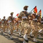 Membri della Guardia rivoluzionaria iraniana marciano durante una parata per commemorare l'anniversario della guerra Iran-Iraq (1980-88), Teheran, 22 settembre 2011. REUTERS/ Stringer