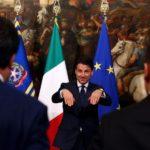 Giuseppe Conte chiama il Ministro del Lavoro Luigi Di Maio e il Ministro dell'Interno Matteo Salvini per una foto al palazzo Chigi, Roma. REUTERS/Alessandro Bianchi