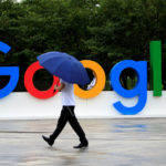 Un'insegna di Google al World Artificial Intelligence Conference di Shanghai. La Cina ha annunciato un piano di sviluppo per diventare il leader mondiale dell'intelligenza artificiale entro il 2030. REUTERS/Aly Song Sopra/Contrasto