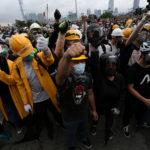 I manifestanti protestano in strada contro la proposta di estradizione a Hong Kong, Cina, 12 giugno 2019. REUTERS/Athit Perawongmetha