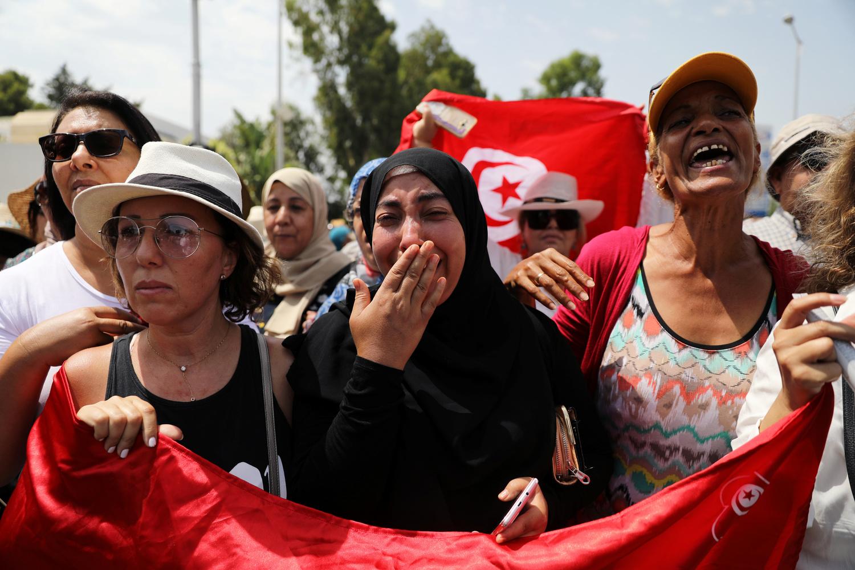 Donne durante il funerale del Presidente tunisino Beji Caid Essebsi a Tunisi, Tunisia, 27 luglio 2019. REUTERS/Ammar Awad