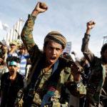 Sostenitori degli Houthi a Sana'a manifestano in occasione del quarto anniversario dell'intervento dell'Arabia Saudita in Yemen. REUTERS/Khaled Abdullah/Contrasto